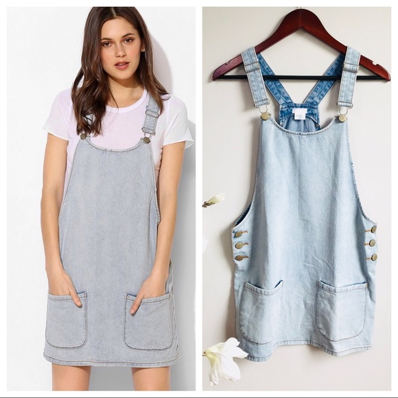d5b64affcc2 UO Cooperative denim overall dress. M 5b7c66be1070ee0987905972